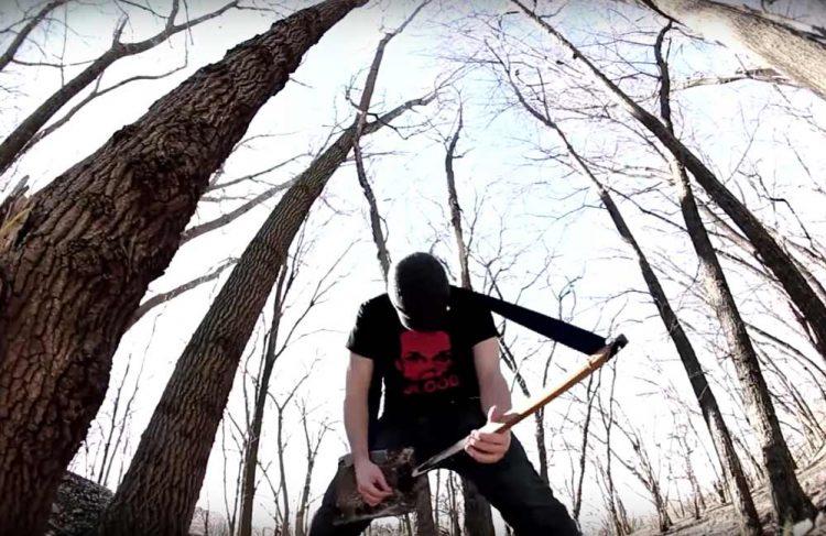 Memainkan gitar sekop | Foto: tangkapan layar YouTube Rob Scallon