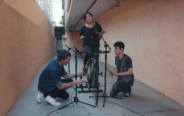 Meng-cover lagu menggunakan sepeda   Gambar: Tangkapan layar YouTube Kurt Hugo Schneider
