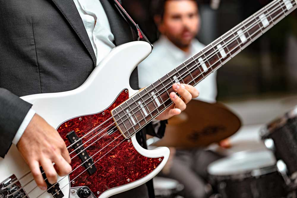 Bass senar lima | Lindsey Bahia via Unsplash