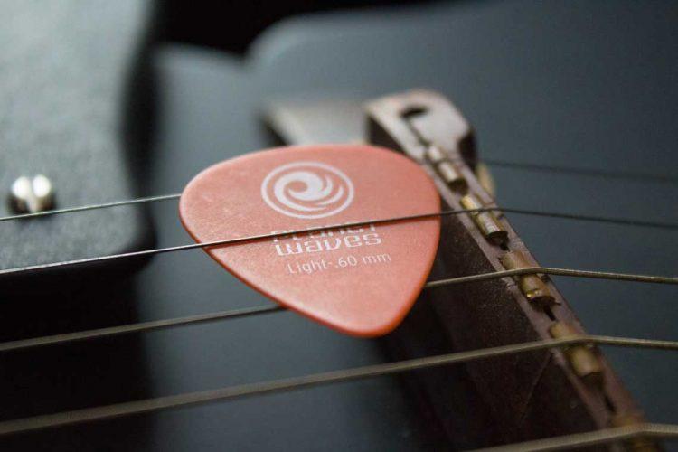 Pick Gitar | Foto: Mayank. D via Unsplash